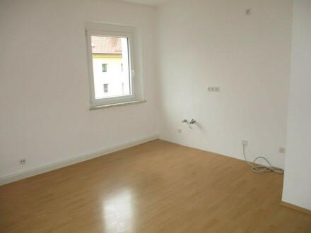 Erleben Sie ein einzigartiges Wohngefühl! Neu sanierte 2-Raum-Wohnung in grüner Ruhelage im beliebten Stadteil Steyr Münichholz!…
