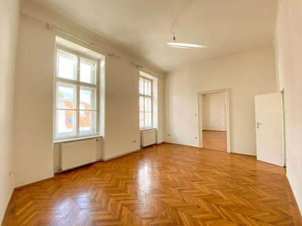Zentrumsnahe Altbauwohnung in Baden mit kleinem Balkon // Centrally located old-style apartment in Baden with tiny balcony
