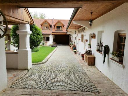 8283: Liebevoll renovierter Vierkanthof für gehobene Ansprüche!