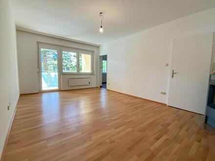Wohnen im Grünen   Renovierte 3-Zimmerwohnung mit Loggia