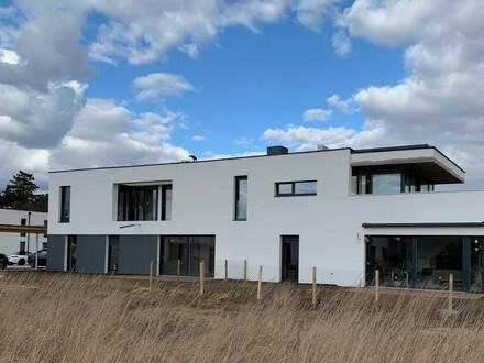 Exklusive 4-Zimmer Wohnung mit 140 m² Garten und Terrasse in Strasshof