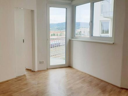 2 Zimmer mit Küche & Balkon & Abstellraum!