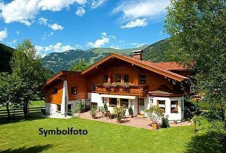 Liebliche Dachgeschosswohnung mit 2 Balkonen u. See-u. Gebirgsblick in Ruhelage