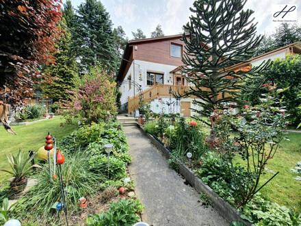 Familienfreundliches Wohnen in geräumigen Einfamilienhaus mit Wintergarten und bezaubernder Außenanlage