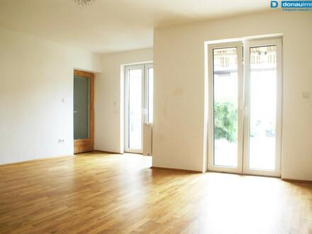 Neuwertige helle 4 Zimmer Wohnung mit Carport, Terrasse und Gartennutzung