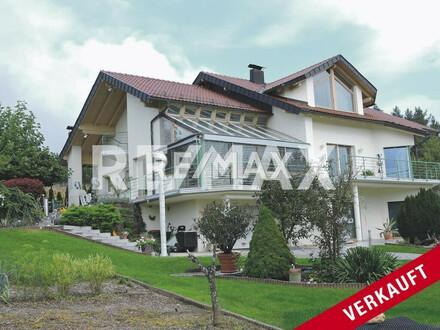 Moderne Villa in Seenähe mit Panoramablick