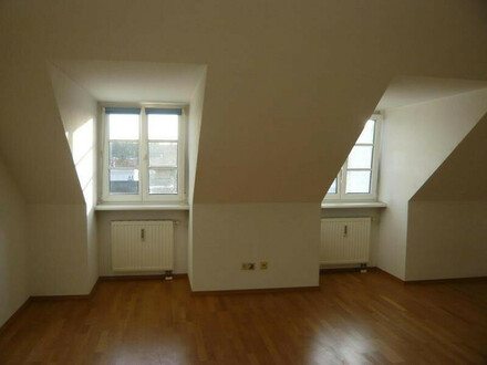 geräumige 2-Zimmer Mietwohnung im Dachgeschoß