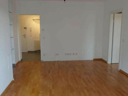 Paul & Partner: Zwei-Zimmer Wohnung mit Balkon und Tiefgaragenplatz