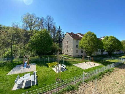Die letzte freie Wohnung ! Großzügiger Wohn(tr)raum mit Sonnenbalkon in grüner familienfreundlicher Lage! Großes Landesdarlehen…