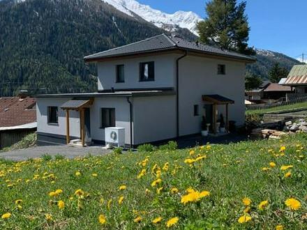 Arlberg Einfamilienhaus mit zusätzlicher Ferienwohnung in traumhafter Sonnen & Aussichtslage