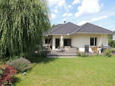 2380 Perchtoldsdorf /Grenze zu 1230 Wien, Haus mit ca. 193,5m2 Wohnfläche und 914m2 Grund am Fuße des Soßenhügels, moderner,…