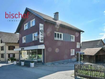 Wohnhaus mit Geschäftsfläche zu verkaufen