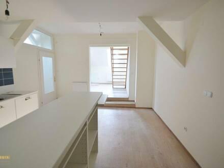 ideal für Individualisten ! Dachgeschoß-Wohnung auf 2 Ebenen (Maisonette),Villa, Pool, gepflegter Parkanlage, absolute…