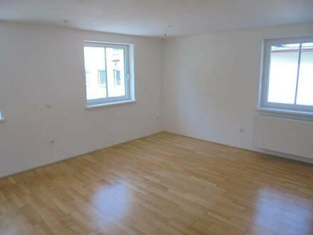 Ihre persönliche Wohlfühl-Wohnoase mitten im grünen Ampflwang! Attraktive 3-Raum Wohnung mit modernem Schnitt und sonni…