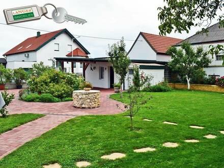 <b>3 Zimmer ganzjährig zu vermieten + Wohnhaus mit Garten!!!</b>