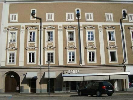 Schöne renovierte Altbauwohnung im Zentrum
