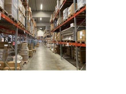 Moderne, teilbare Logistikflächen mit Büros zu mieten.