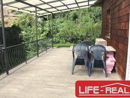 geräumiges, neu saniertes Haus mit Terrasse, Garten und Einzelgarage