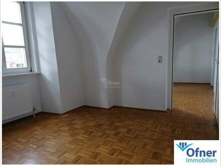 Exklusiv Wohnen im Schloss - tolle 3-Zimmerwohnung mit 59 m² Wohnfl.