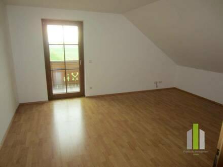 Großzügige 2 Zi.-Mansarden-Wohnung mit Balkon