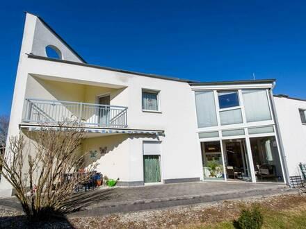 """Doppelhaushälfte in Bürmoos sucht neue Eigentümer """"Starke Einziehungskraft!"""""""