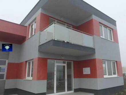 Bürogebäude mit angrenzender Produktions/Lagerhalle - 013112
