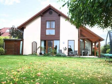 Traumhaftes Einfamilienhaus mit großem Garten in absoluter Grünalge, neuer Preis