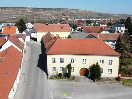 Charmanter Vierkanthof mit 2 Wohneinheiten und Nebengebäude nähe Krems