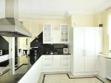 Traumhafter Garten, exklusives Wohnen und Arbeiten unter einem Dach, ideal auf für 2 Familien!