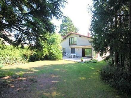 TOP-Grünruhelage: Villa mit Traumgrundstück