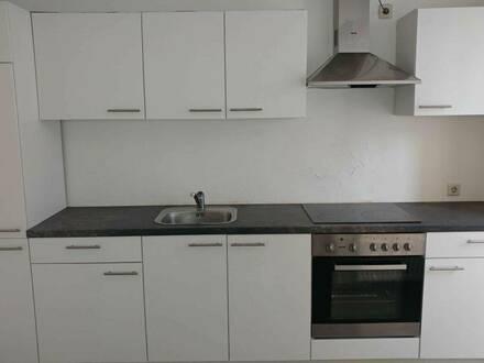 Ruhig gelegene 2-Zimmer-Wohnung mit Balkon und möblierter Küche im Zentrum von Lambach