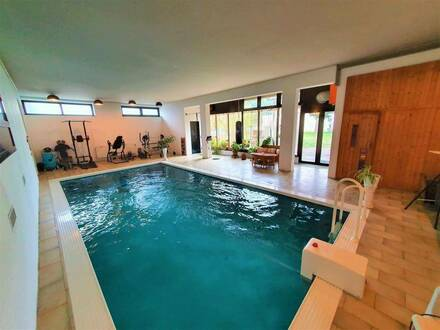 +++Repräsentatives Einfamilienhause mit Pool in Ruhiger Lage+++