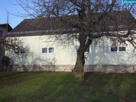 Ruhelage und viel Freiraum - Einfamilienhaus samt Nebengebäude mit Garage