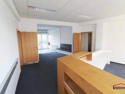 Vielleicht Ihr neuer Standort? Große helle Büroräume bzw. Ordinationsräume direkt an der Grabenstraße!