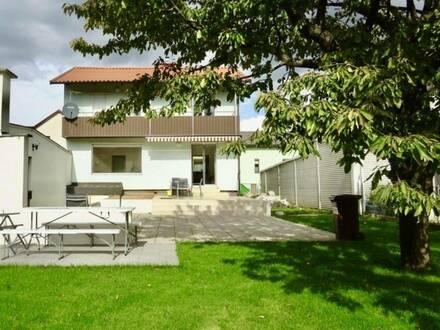 Grünblick: sonniges Einfamilienhaus mit hübschem Garten, Garage und Werkstatt, 2 Obergeschosse, vollunterkellert, Nähe…