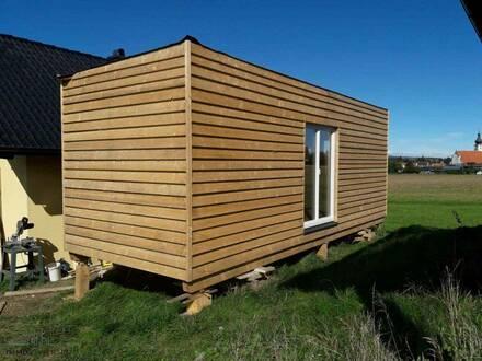 Sie haben ein eigenes Grundstück? Kleines Holzhaus mit allen Anschlüssen bezugsbereit!