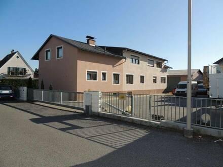 TOP Gewerbeobjekt mit 3 Wohnungen, einer Halle, 3 Garagen und Garten!
