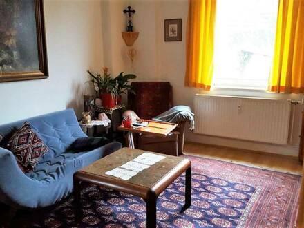Sanierte 2-Zimmer Wohnung in ruhiger Lage! Parkplatz - Allgemeingarten!