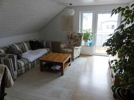 Sichere Kapitalanlage, auch als WG geeignet / 3,5 Zimmer Whg. mit Balkon im DG