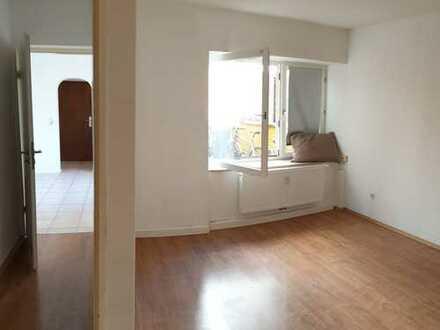 Zentral und doch ruhig gelegene renovierte 2-Zimmer-EG-Wohnung in Ehrenfeld, Köln