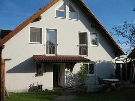 Gepflegte Doppelhaushälfte mit fünf Zimmern und EBK in Bernhardswald, Bernhardswald