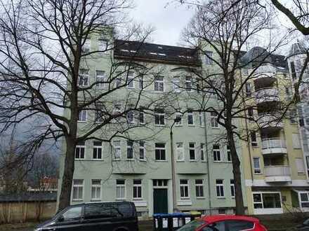 Schöne 4-Raum Wohnung mit Balkon und Einbauküche zu vermieten!