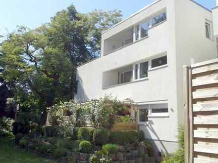 Sehr gepflegte Wohnung 2 + 2 halbe Zimmer EG mit Terrasse PKW-SP in Hermsdorf nahe Cecilienallee