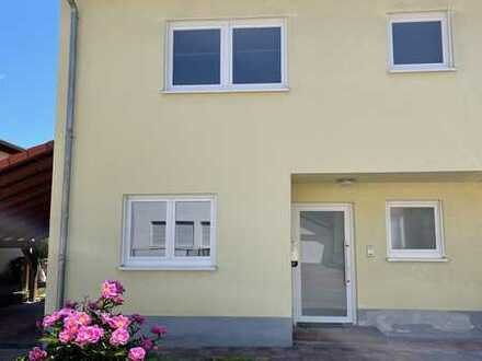 HIGH QUALITY DUPLEX IN PREFERENTIAL AREA!