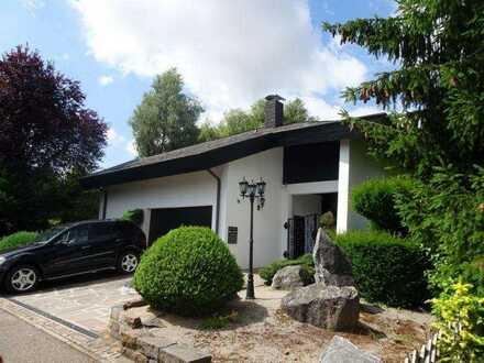 Repräsentatives, freistehendes Einfamilienhaus mit großem Grundstück in ruhiger Lage in Mötzingen