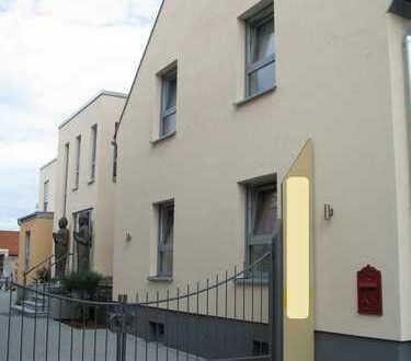 Wohnhaus / Praxis für universelle Nutzung / Renditeobjekt