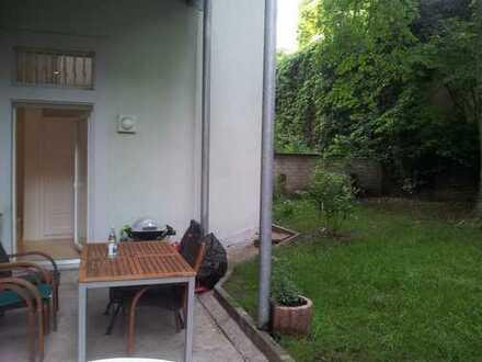 Teil Möbellierte - Souterrain - Wohnung zur Miete in Südweststadt inkl. 70 m³ Garten mit einer Teras