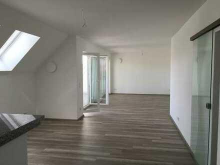 Preiswerte, neuwertige 5-Zimmer-DG-Wohnung mit Dachterrasse in Dürrlauingen