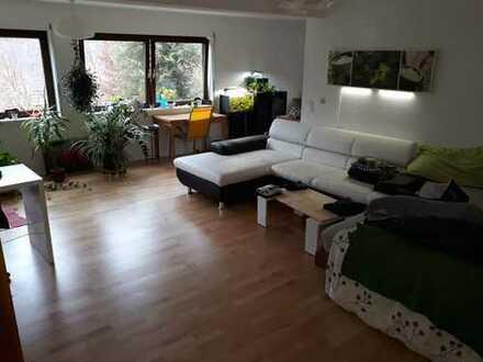 Freundliche 1,5-Zimmer-EG-Wohnung mit Balkon und EBK in Simonswald