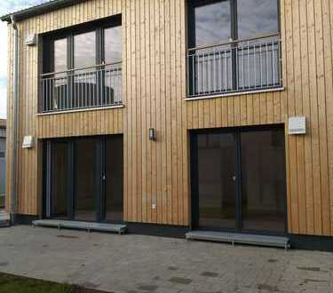 Hochwertiges ökologisches Holzhaus mit Garten, höchste Energieeffizienz, NEUWERTIG